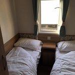 Caravan bedroom - 2 single beds
