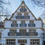 Die historische Giebelfront unseres Hauses - 2018 instandgesetzt erstrahlt sie nun in voller Pra