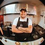El genio detrás de nuestras creaciones. El chef Habbit Montes hamburguesologo experto!!