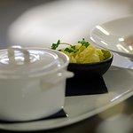 Refined and creative seasonal cuisine/ Cuisine raffinée et créative de saison.