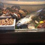 Banco del pesce fresco all'entrata