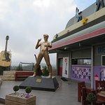 Exterior Elvis statue
