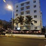 Window View - Hotel Croydon Photo