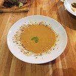 Krem z kalafiora garam masala i prażony orzechem laskowym