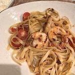 Pasta marina, fetuccini con langostinos salteados en aceite de oliva y especias. En Peru, le dec