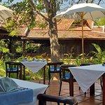 N'est-ce pas divin de démarrer sa journée par un copieux petit-déjeuner au milieu d'un superbe cadre tropical?