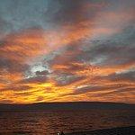 foto gemaakt vanuit hotelkamer raam van zonsOPgang .