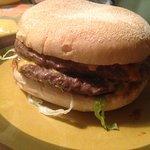 Prima dubbele cheeseburger (ik miste alleen de gebakken ui)