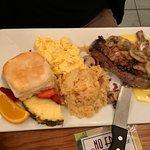 Foto de No Frill Bar and Grill