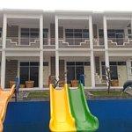 Green Hero Darajat Hotel, salah satu hotel yang berada di kawasan wisata Darajat Kabupaten Garut, dengan view lengkap. (View Landscape ke arah Kota Garut atau Pemandangan Alam di Pegunungan Darajat), dekat dengan objek wisata Darajat Pass dan Lain Lain. dapat di tempuh hanya 30 - 45 menit dari kota Garut