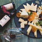 Գաղտնիք չէ, որ գինին ու պանիրը շատ նուրբ և գեղեցիկ համադրվում են, ինչպես սիրահարները:  Մեր բարեհամբյուր մատուցողները կօգնենք Ձեզ ընտրել այս երեկոյի ամենանրբահամ գինին, որը կշոյի միայն Ձեր քիմքը  ;) <3 ------------------- #The_Tolma #Restaurant #հայկական_ավանդական_ուտեստներ #եվրոպական_և_հայկական_խոհանոց —