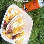 tacos en pic-nic dans un parc livré par deliveroo