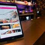 Tablette dédiée aux commandes du bar… HAPPY HOUR tous les jours de 18h à 20h.