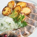 Олюторская сельдь с печёным картофелем и маринованным луком