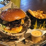 Photo de Manhattn's Burgers Avenue Louise