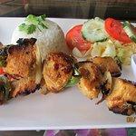 Almuerzo Brochetas de pollo