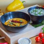 Mumbai Ka Butter Chicken 🍛  Мариноване стегно курки у йогурті, індійських спеціях та зеленому чилі, тушковане у ніжному вершково-томатному соусі з пажитником (прянощі роду бобових). Подається з традиційним рисом (Jeera rise)
