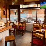 Bar Silva, fotos de barra, interior y terraza acondicionada.