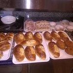 la nostra tavola calda mattutina per le vostre colazioni,con il nostro banco allestito per voi