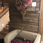 water trough filled with rose petals and heart sculpture made of bent willow (similar to Alma Re