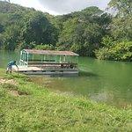 Notre barge sur le fleuve Chavon