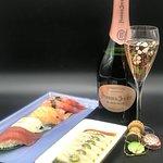 Nigiri, Pink ricciola e Champagne rosè