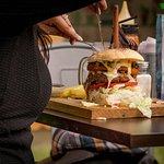 los martes disfruta de tu descuento en tu segunda hamburguesa