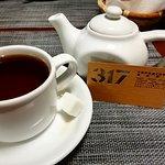 Чай заваривается в мини-чайничке. Очень удобно.