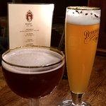пшеничное пиво и вишневое пиво
