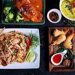Group Photo of Daran Thai's Food