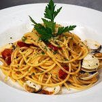 Spaghetti con almejas