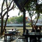 Photo de Serene Backyard Cafe & Eatery