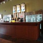 ビールサーバーのカウンター 試飲はこちらで行われます
