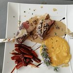 magret de canard, sauce aux cèpes, carottes confites