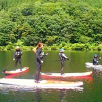 軽井沢で体験SUP アウトドア EARTH 軽井沢近郊の湖で初めてから楽しめるアクティビティ SUP(サップ) スタンド・アップ・パドルボード体験気軽な半日プラン。
