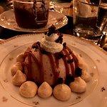 Desserts: Dôme Carrousel aux marrons, Mousse chocolat noir corsé et cerises Amarena