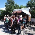 Gran grupo de turista Brasileros degustando un vini Salteño, Cellarius Torrontés, Bodega Isasmendi de Cachi, 2400 MSNM