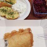 Filet z dorsza, pieczone ziemniaki, buraczki
