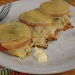 Suprema con queso, tomate y cebolla. Abudnante y rica