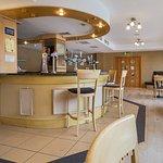 صورة فوتوغرافية لـ Mirage Sports Bar Wembley International Hotel