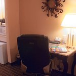 MH Madison Madison WI GuestRoom DoubleBed
