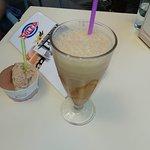 Batido de dulce de leche y helado de kinder bueno y chocolate con leche