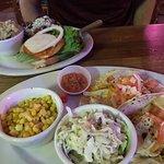 Beach Bums Bar & Grill照片