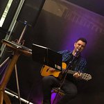 André Migotto nas Quartas do Sauz, canta todos estilos de música brasileira
