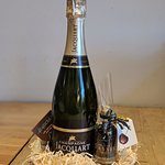 Beautiful gift hampers available in the deli and online