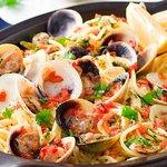 Spaghetti alle vongole.  Tipico piatto mediterraneo :)