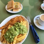 ภาพถ่ายของ Crown Traditional Fish and Chips