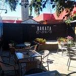 Nuestra terraza en Dakata Pub Restaurant