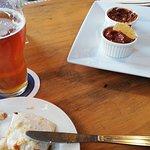Cerveza + Quesadilla + Salsas picantes