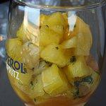 coupe saint didier composé d une boule de mangue accompagné d ananas le tout arrosé de rhum arra